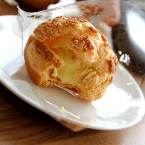 custard cream puff